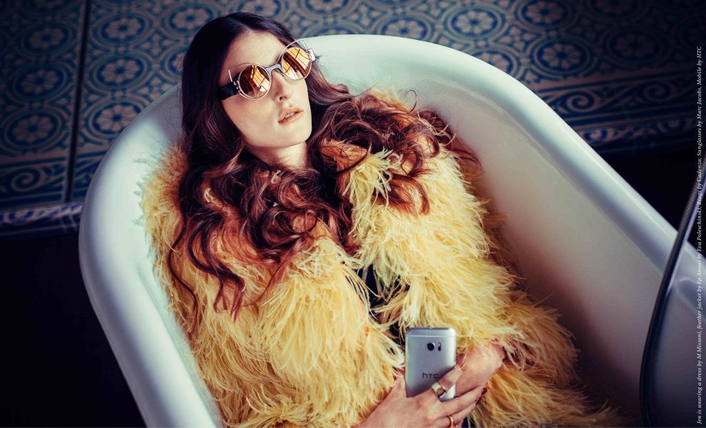 Des_Jen_Nostalgia_Retro_70ies_HTC_Glasses_Fur