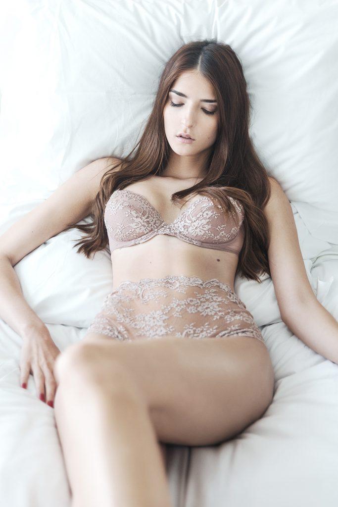 Love. Lace. Lingerie. - Des Jen