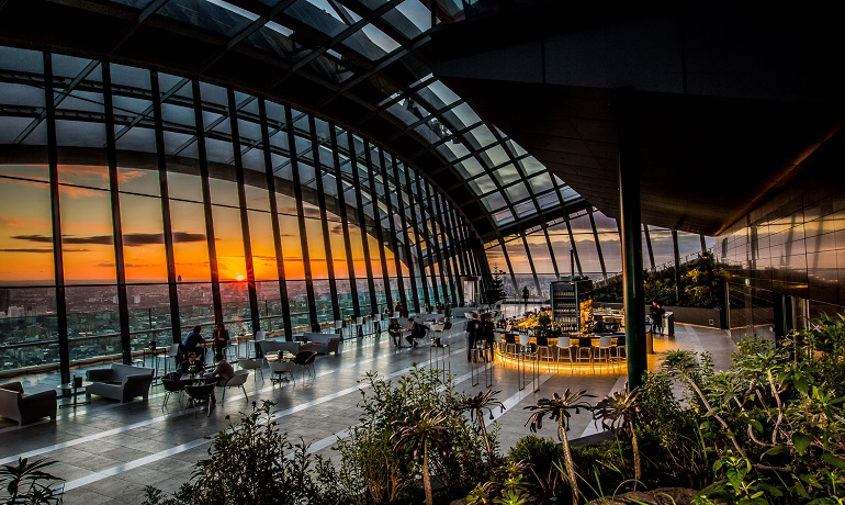 Des_jen_London_Baby_Sky_Pod_Bar_Sky_Garden